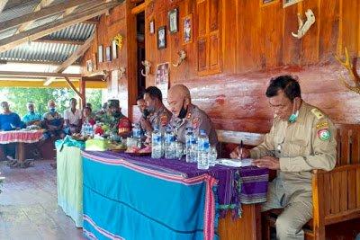 Kapolres Sumba Barat Daya Kunjung Kampung Bondo Kabala