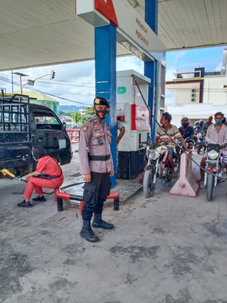 Pengamanan SPBU Radamata Oleh Personel Polres Sumba Barat Daya