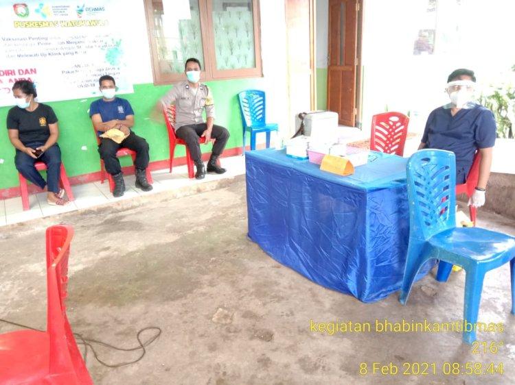 Personel Polres Sumba Barat Daya Jamin Keamanan Selama Masa Vaksinasi Tenaga Kesehatan di Wilayah Hukum Polres Sumba Barat Daya