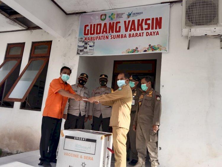 Penjemputan Dan Pengawalan Vaksin Sinovac Tahap II Oleh Gabungan Personel TNI-Polri Serta Instansi Terkait Di Wilayah Kab. Sumba Barat Daya
