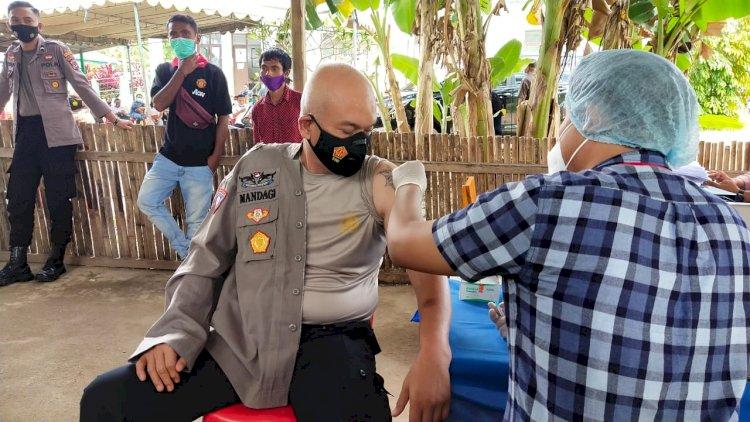 Personel Polres Sumba Barat Daya Mengikuti Vaksinasi Tahap II