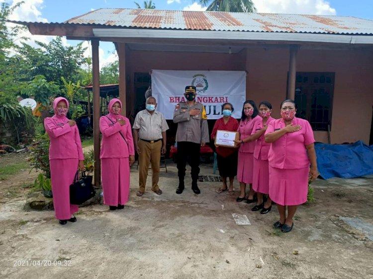 Mempererat Tali Silaturahmi Bersama Pendahulu, Kapolres SBD Memberikan Bantuan Sembako Kepada Warakawuri Dan Purnawirawan Polri