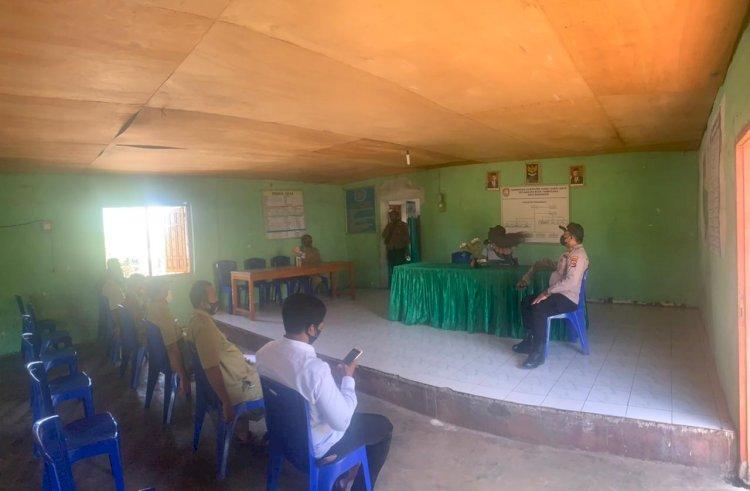 Kapolsek Loura Laksanakan Monitoring Terkait Pelaksanaan Pendaftaran Pilkades 30 Juni 2021 Di Kantor Desa Radamata