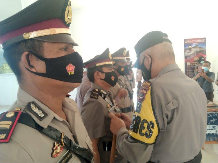 Kapolres Sumba Barat Daya Pimpin Upacara Serah Terima Jabatan (Sertijab) 3 Kapolsek Jajaran Polres