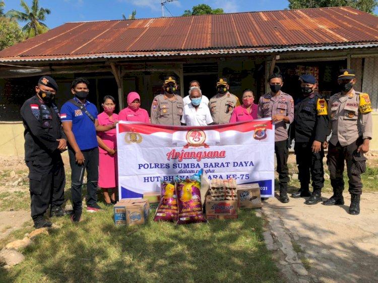 Jelang 1 Juli 2021, Dalam Rangka Memperingati Hut Bhayangkara Ke-75 Polres Sumba Barat Daya Laksanakan Anjangsana Ke kediaman Purnawirawan