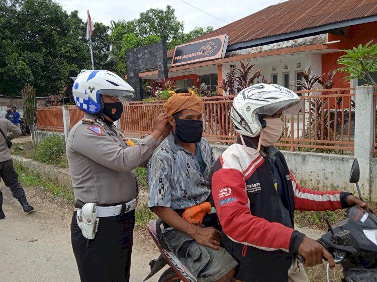 Rutinitas Dalam Rangka Penanganan Covid-19, Gabungan Personel Polres Sumba Barat Daya Laksanakan Operasi Razia Masker