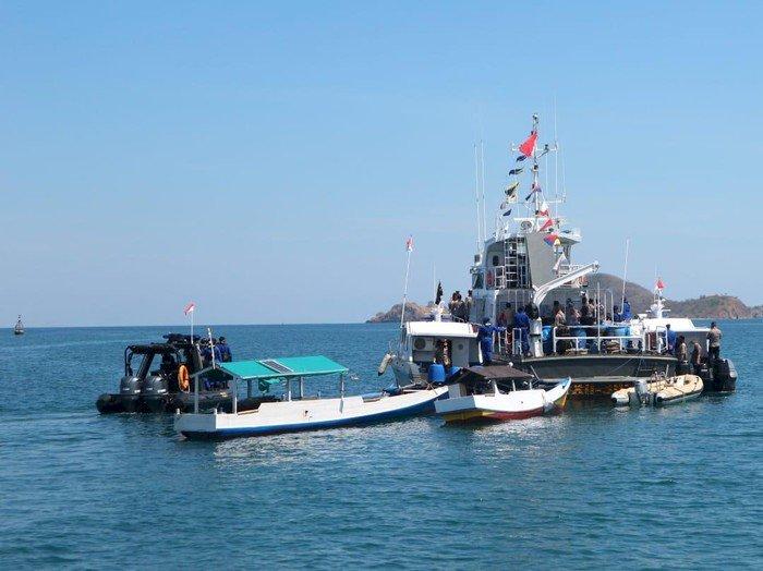 2.003 Warga Pesisir di Pulau Terpencil Ikut Vaksinasi Terapung Polda NTT